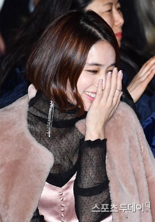 Đài MBC gần đây vừa ngỏ ý mời Lee Min Jung tham gia một bộ phim cuối tuần của đài, tuy nhiên nữ diễn viên chưa nhận lời. Một nguồn tin cho hay diễn viên Vườn sao băng muốn dành thêm thời gian để chăm sóc con trai đang còn nhỏ tuổi.