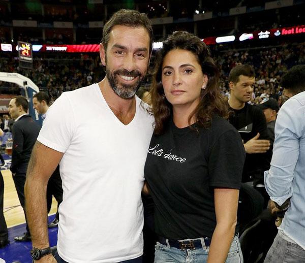 Cựu danh thủ Robert Pires và vợ.