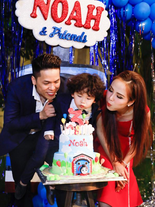 Vợ chồng Diễm Hương vừatổ chức sinh nhật hoành tráng, mừng con trai tròn 3 tuổi. Hoa hậu thuê một căn biệt thự, tự tay trang trí không gian buổi tiệc theo mô hình ôtô, tàu lửa đúng sở thích của bé Noah.