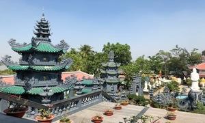 Ngôi chùa trên cù lao ở TP HCM thu hút khách thập phương