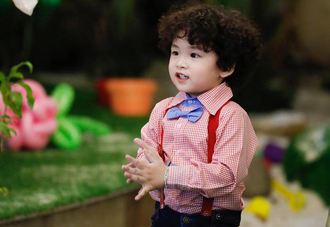 Cậu bé ra dáng một fashionista nhí.