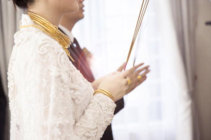 Ngọc Duyên được tặng 4 kiềng vàng, một dây chuyền và nhiều lắc tay, trang sức giá trị lớn trong hôn lễ.