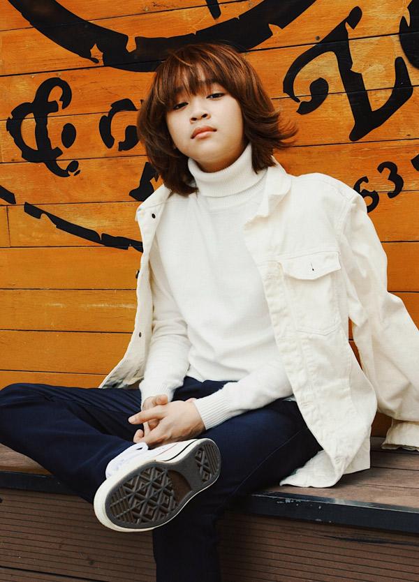 Thiên Khôi từng được mời hát tại Duyên dáng Việt Nam và Festival Đà Lạt, đứng chung sân khấu với nhiều nghệ sĩ nổi tiếng. Sắp tới, cậu bé có chuyến sang Mỹ lưu diễn.
