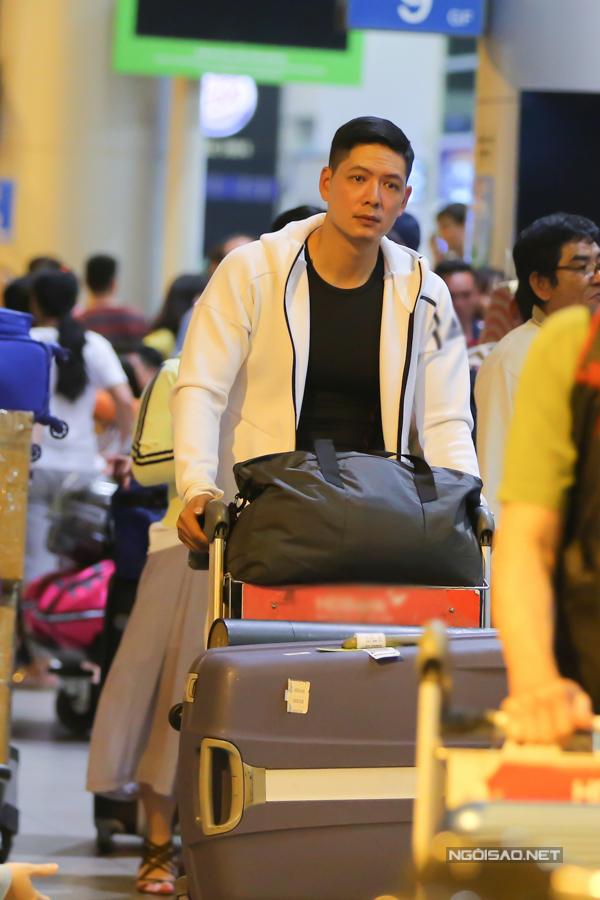 Mới đây, Bình Minh được mời sang Hàn Quốc để tham gia lễ rước đuốc quảng bá cho Thế vận hội mùa đông Pyeongchang 2018, Anh Thơ đã đồng hành cùng chồng.