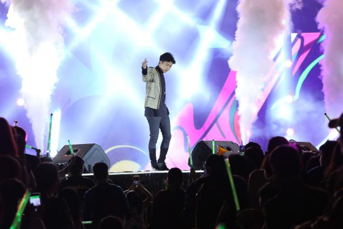 Chương trình còn có ca sĩ Ngô Kiến Huy.