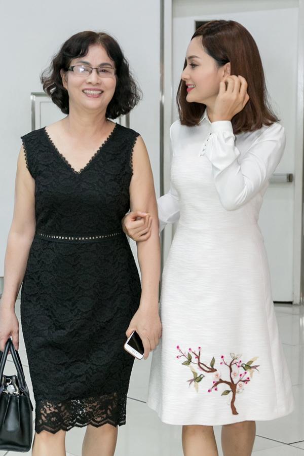 Lan Phương thường được mẹ đồng hành trong các sự kiện giải trí.