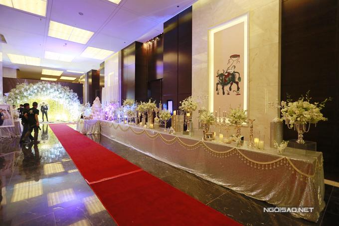 Tối 14/1, Ngọc Duyên tổ chức đám cưới vớiđại gia Đỗ Anh Tuấn tại một khách sạn 5 sao ở Hà Nội - quê nhà của ông xã. Trước đó, cặp đôi đã làm lễ cưới ở Vũng Tàu, quê hương của cô dâu.