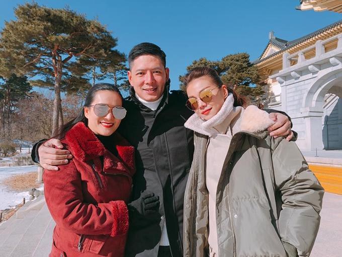 Vợ chồng Bình Minh - Anh Thơ cùng Thanh Hằng đang có chuyến công tác Hàn Quốc trong cái lạnh tái tê.
