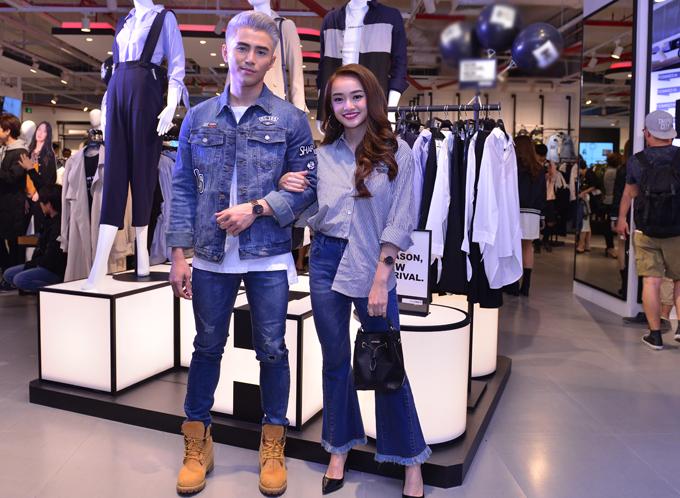 Will và bạn gái mặc đồng điệu, làm khách mời trong buổi khai trương một cửa hàng thời trang mới.
