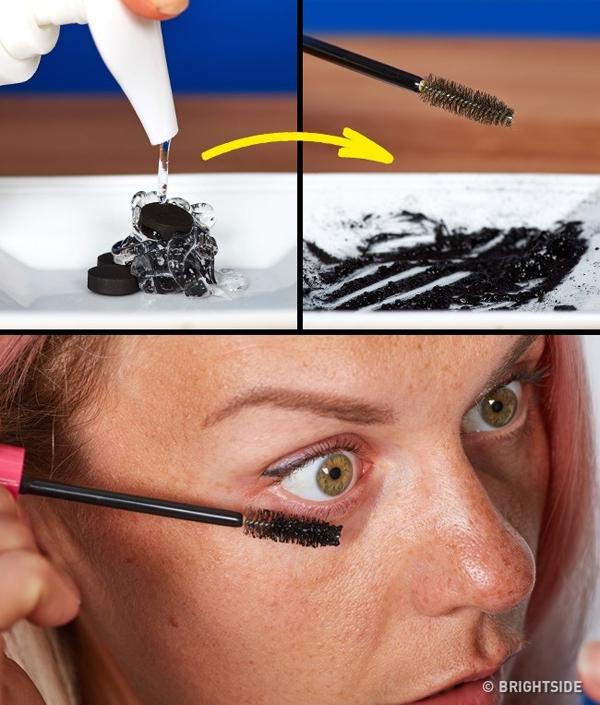 Nếu sợ các loại mascara thông thường chứa nhiều hóa chất, dễ gây rụng lông mi, bạn có thể dùng than hoạt tính,