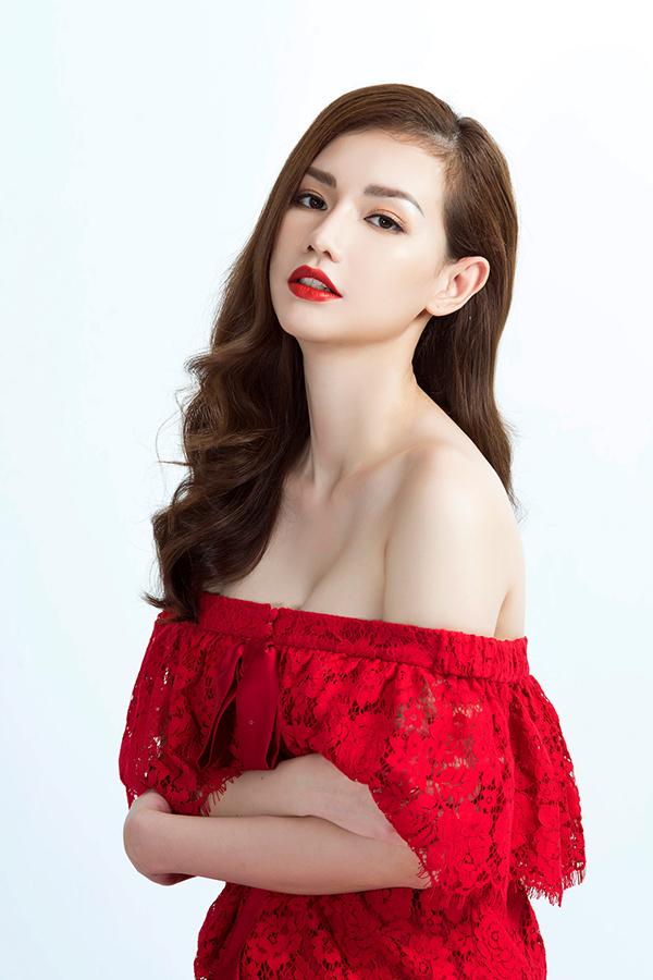 Song song với dự án này, Quỳnh Chi tiết lộ sẽ trở lại showbiz mạnh mẽ trong thời gian tới bên cạnh việc kinh doanh, đặc biệt là dự án điện ảnh do chính cô đầu tư dự kiến sẽ bấm máy vào giữa năm nay.