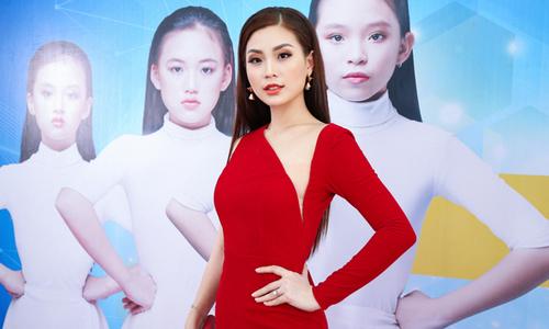 Diễm Trang diện đồ gợi cảm đi casting mẫu nhí