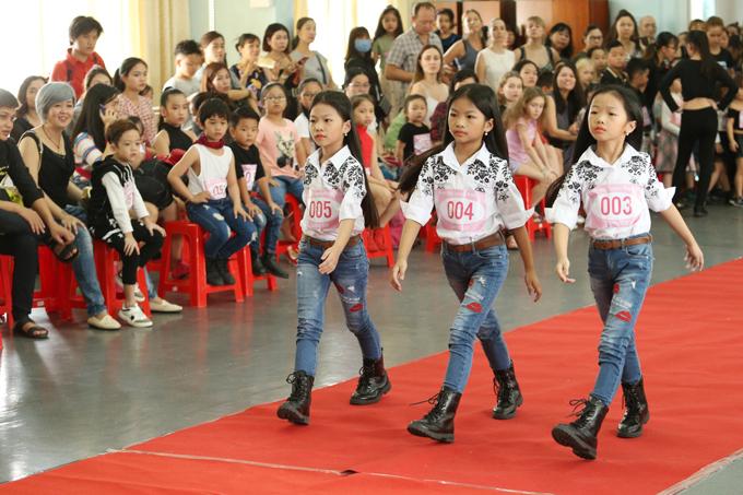 Bằng dấu ấn thành công từ lần đầu tiên được tổ chức tại TP HCM, Tuần lễ thời trang trẻ em châu Á 2018 đãthu hút nhiều sự quan tâm và tham dự của các bậc phụ huynh và em thiếu nhi yêu thích nghề mẫu.