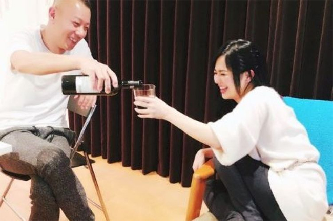 Aoi Sora và chồng bên nhau. Ảnh: Sina