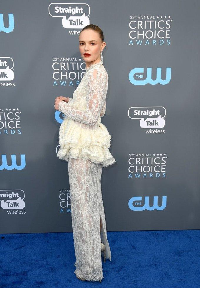 Loạt váy áo ấn tượng nhất thảm đỏ Critics' Choice Awards