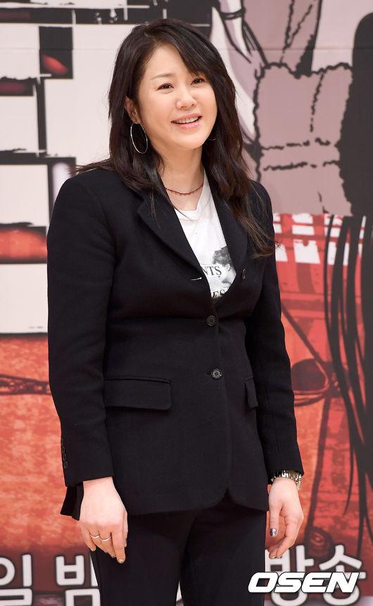 Diễn viên Go Hyun Jung dự buổi họp báo giới thiệu bộ phim mới Return chiều nay 15/1. Á hậu Hàn 1989 xuất hiện