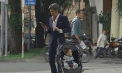 Hoài Linh hóa thân ông nội bất cẩn trong phim Tết