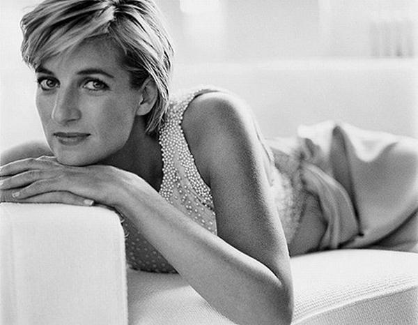 Một trong những bức ảnh chụp bà Diana của Testino.