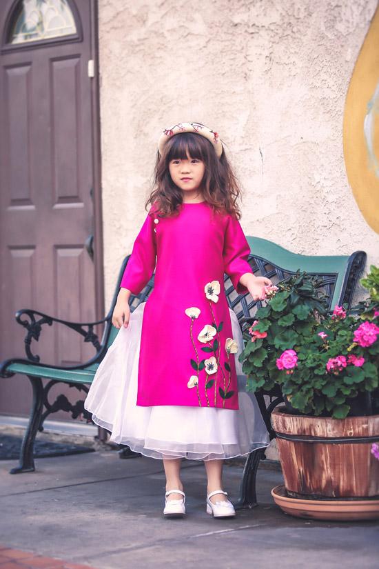 Nguyệt Cát, con gái của Thúy Nga càng lớn càng đáng yêu. Cô bé 7 tuổi rất điệu đà, nữ tính.