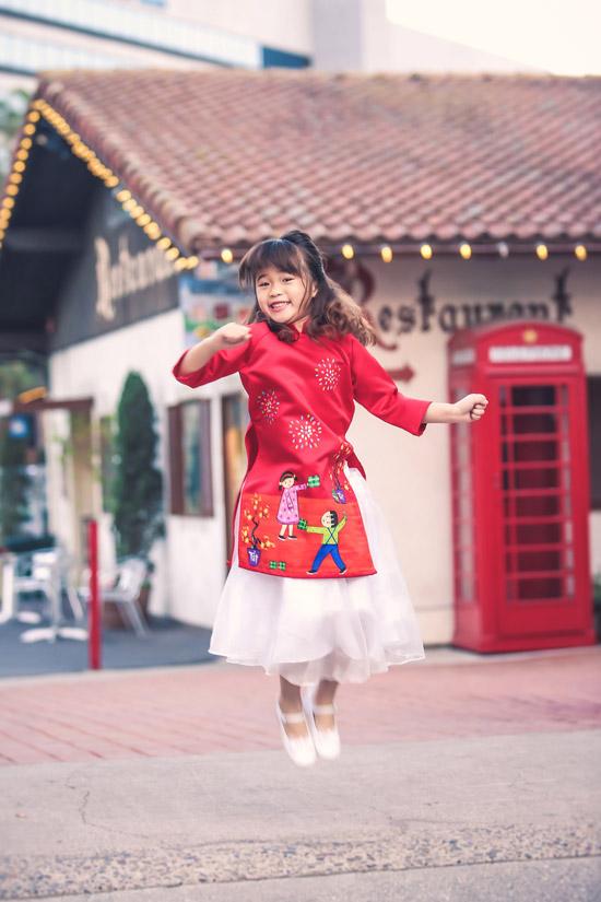 Bộ ảnh được thực hiện với sự hỗ trợ của stylist Tân Đà Lạt, make-up Tâm Võ, trang phục của NTK Phương Nguyễn - Ngọc Quyên.