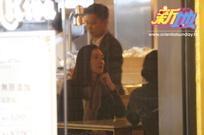 Diệp Thúy Thúy trông gầy hơn trước nhưng thần sắc tươi tắn. Cô tiết lộ rằng mình đã mang thai được 3 tháng. Hoa hậu Hong Kong cho biết lần bầu thứ hai này, cô nghén rất nặng, ba tháng đầu chỉ nằm bẹp trên giường.