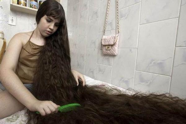 Quá lâu không cắt tóc Có thể không cần đổi kiểu nhưng bạn cũng nên tỉa lại tóc ít nhất 7 tuần/lần. Việc này giúp tóc giữ dáng đồng thời kích thích tóc mọc nhanh hơn