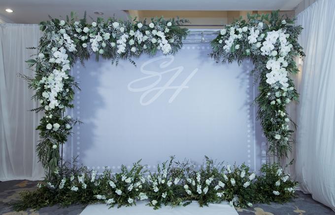 Khu chụp hình Photobooth được lên ý tưởngnhư một khung tranh lưu lại những khoảnh khắc tuyệt vờicủa cô dâu chú rể cùng gia đình và bạn bè.