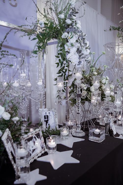 Cả ekip đã phải thức xuyên đêm để hoàn tất các khâu trang trí, kịp cho giờ cử hành hôn lễ.