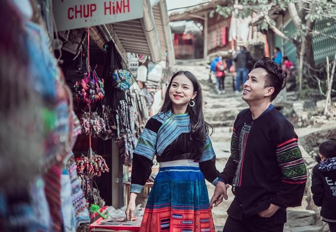 Hồ Quang Hiếu thực hiện MV mới Xuân về trên núi rừng. Anh dành 10 ngày lên Tây Bắc vào vai một chàng trai bản hẹn hòvới cô gái dân tộc xinh đẹp.