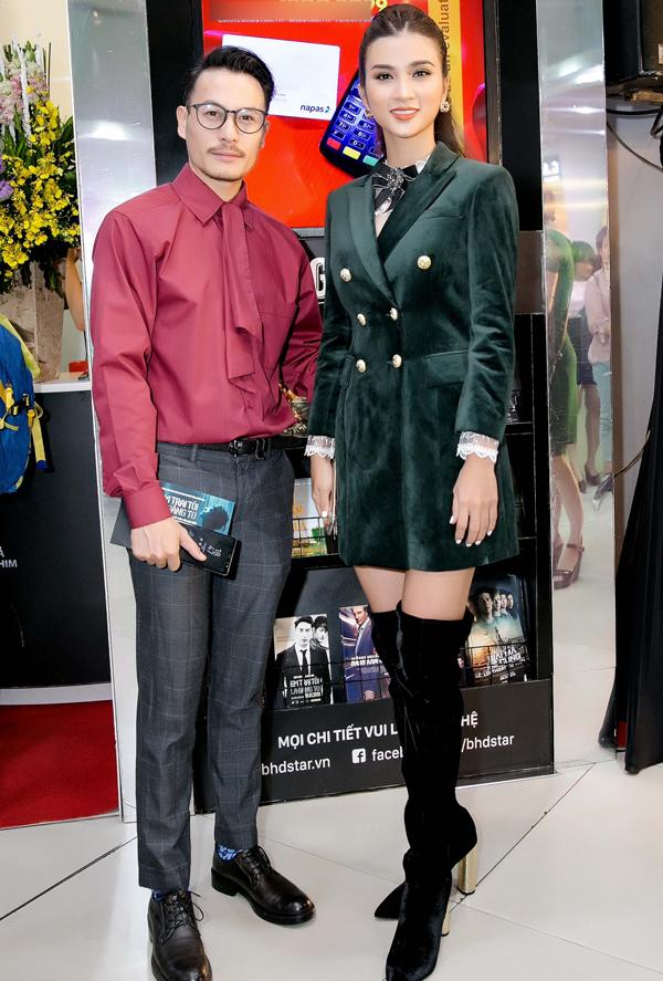 Nhà thiết kế, diễn viên Trương Thanh Long hội ngộ Kim Tuyến tại sự kiện ở TP HCM.