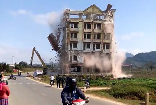Tòa nhà bảy tầng của Tàng KeangNam bị phá dỡ.