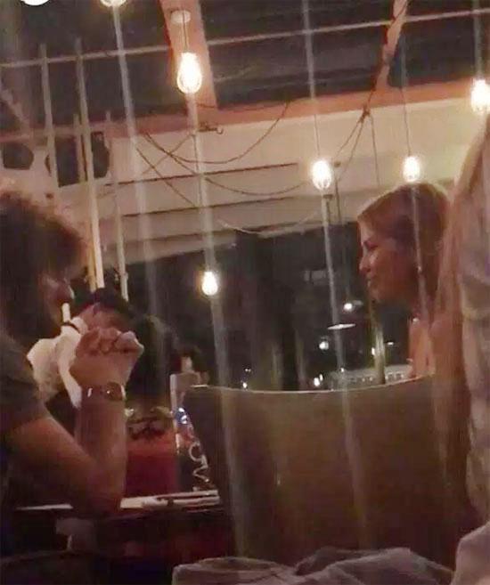 Fellaini trò chuyện thân mật với người đẹp một con Victoria Bonya trong bữa tối. Ảnh: Sun.