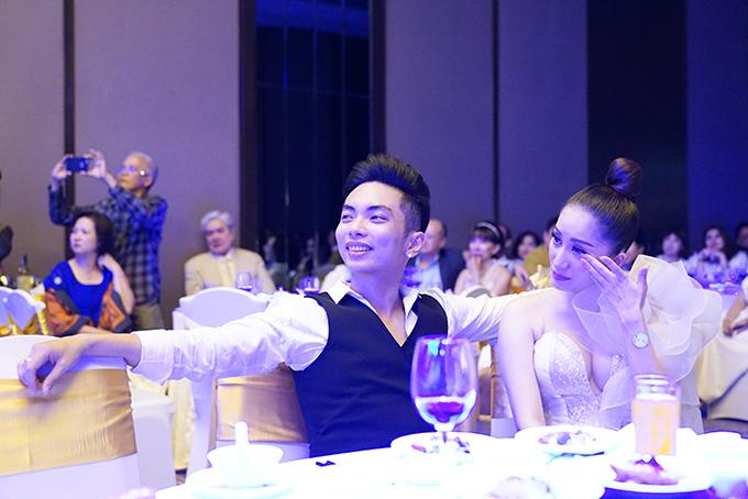 Khánh Thi bụng bầu lùm lùm đi tiệc cùng đại gia đình Phan Hiển - 4