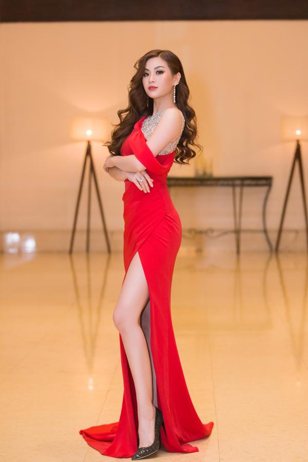 Á hậu Thanh Tú lần đầu mặc hở bạo, đọ dáng cùng Đỗ Mỹ Linh - 4