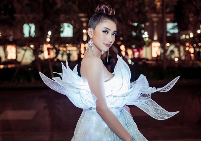 Gần đây cháu gái Lam Trường tích cực đầu tư váy áo, chăm chút hình ảnh và ra nhiều sản phẩm chất lượngđể tạo dấu ấntrong làng giải trí.