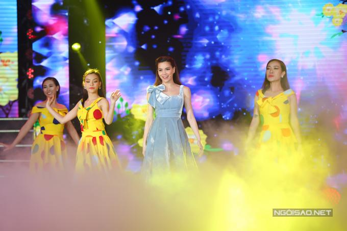 Hồ Ngọc Hà mặc gợi cảm chạy 3 show một đêm - 6