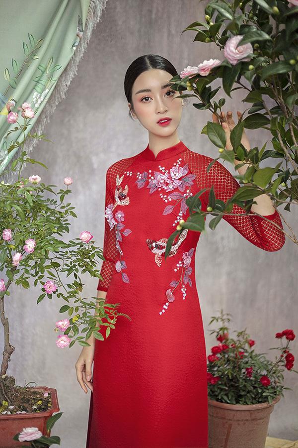 Đỗ Mỹ Linh gợi ý chọn áo dài thêu hoa mặc Tết - 11