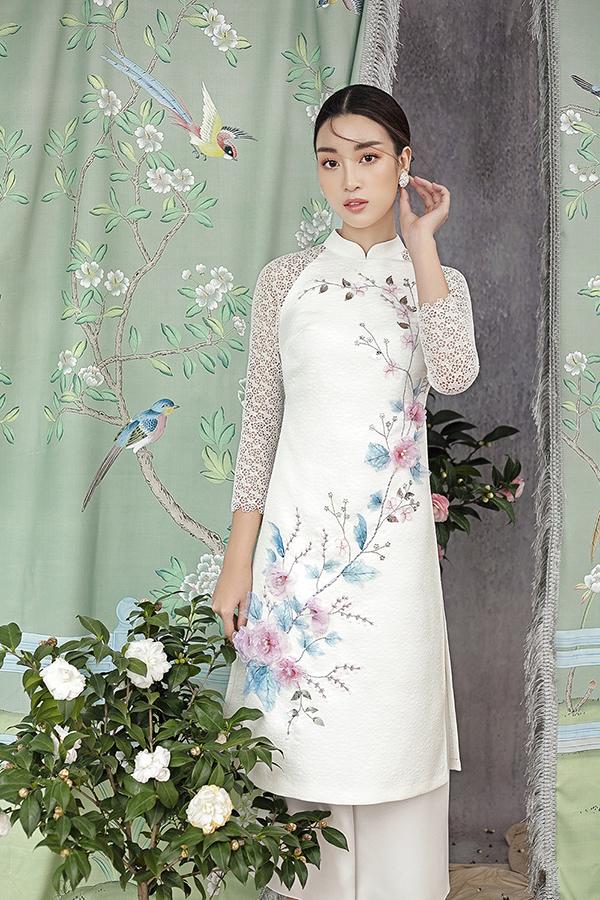 Đỗ Mỹ Linh gợi ý chọn áo dài thêu hoa mặc Tết - 1