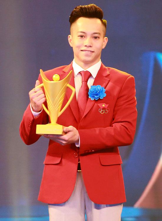 Lê Thanh Tùng trong Gala trao giải. Ảnh: AC.