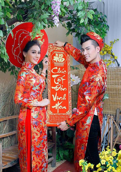 Lâm Khánh Chi đăng ảnh mặc áo dài xuân cũng ông xã. Cô nhận được nhiều lời chúc phúc của người hâm mộ.