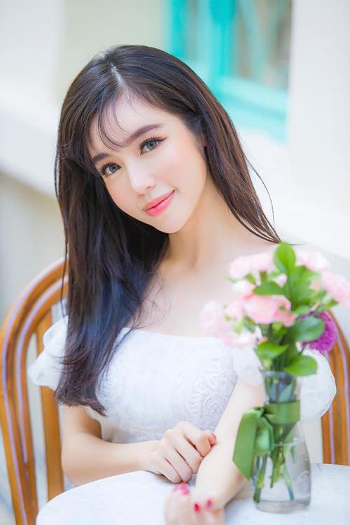 Elly Trần tự nhận mình trẻ trung: Người ta nói tướng do tâm sinh, thế nên tôi bây giờ trẻ lắm.