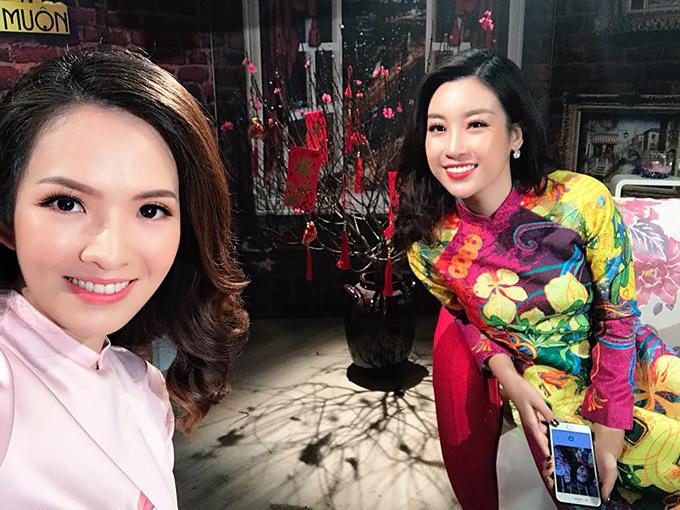 Đan Lê làm MC trong chương trình có khách mời là hoa hậu Mỹ Linh. Cô dành nhiều lời khen cho nàng đương kim Hoa hậu Việt Nam.