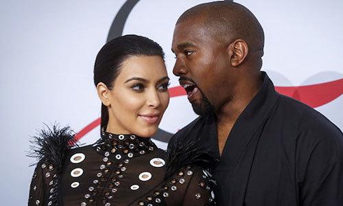Vợ chồng Kim Kardashian chào đón con thứ ba nhờ người mang thai hộ