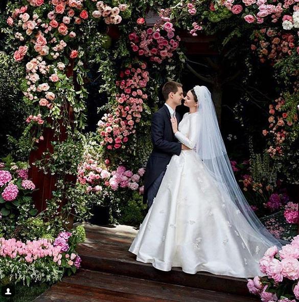 Miranda Kerr và CEO Snapchat Evan Spiegel trong lễ cưới vào tháng 5/2017.