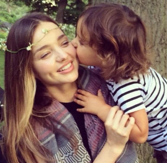 Miranda sinh bé Flynn năm 2011.