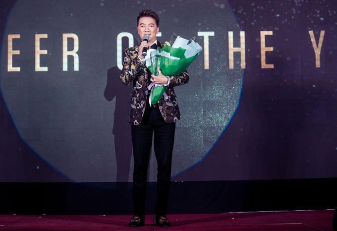 Mr Đàm được vinh danh là Quý ông tiên phong của năm 2017. Lễ trao giải Men of the year được tổ chức hàng năm nhằm tôn vinh những quý ông Việt có tài trí, bản lĩnh và khả năngtruyền cảm hứng cho cộng đồng.
