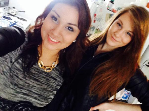 Chiếc vòng xích trên cổ Antoine trong bức ảnh của cô với nạn nhân, Brittney Gargol,đã tố cáo tội giết người của cô. Ảnh: Facebook