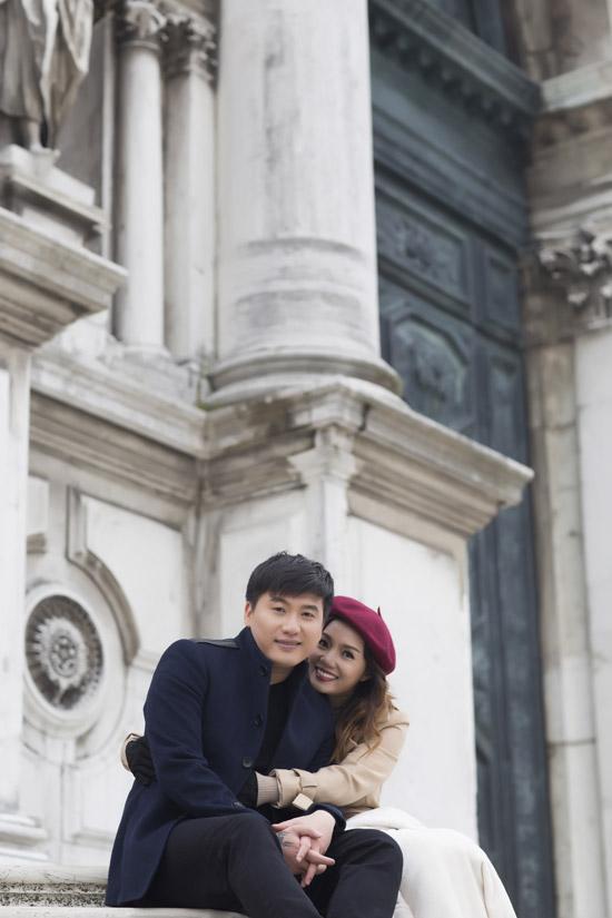 Ngọc Anh hôn bạn trai tin đồn Tô Minh Đức say đắm ở Italy - 1