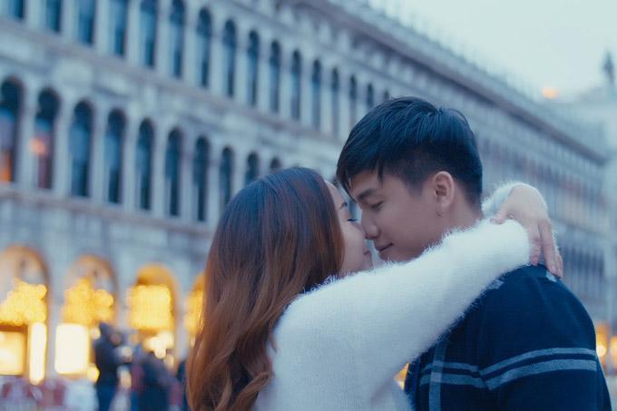 Ngọc Anh hôn bạn trai tin đồn Tô Minh Đức say đắm ở Italy - 3