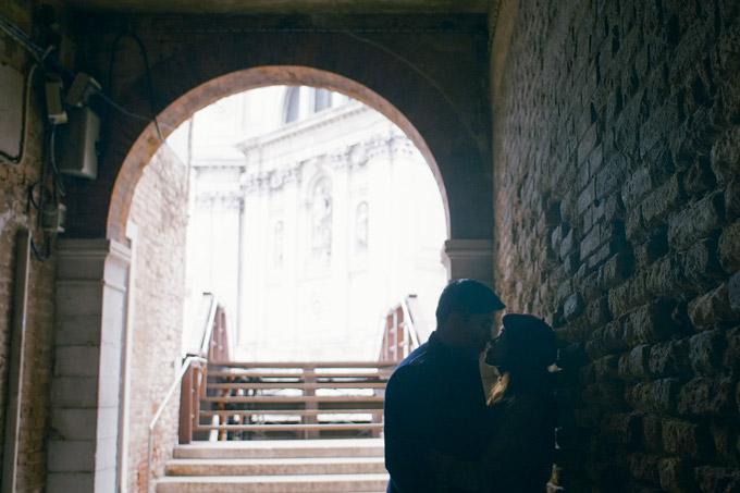 Ngọc Anh hôn bạn trai tin đồn Tô Minh Đức say đắm ở Italy - 8